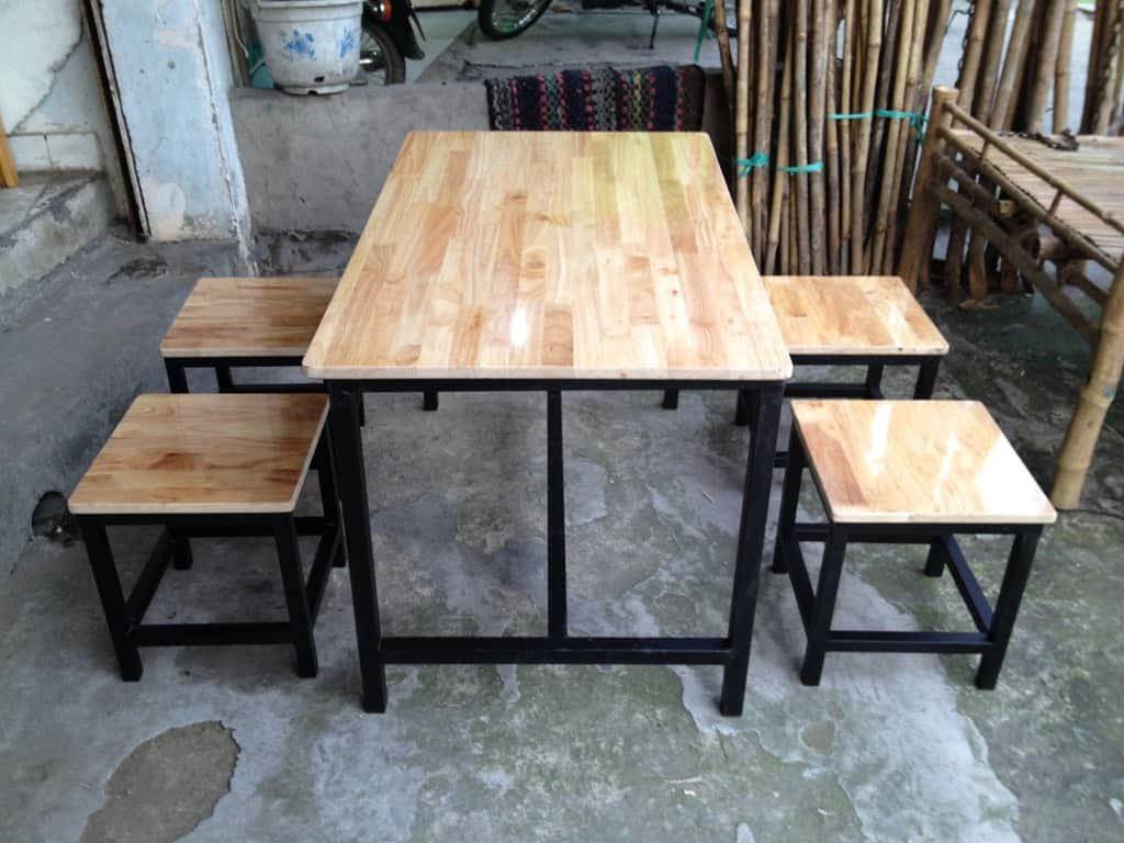 Bàn ghế quán ăn | quán nhậu chân sắt mặt gỗ cao su GHZ-3516 size vừa